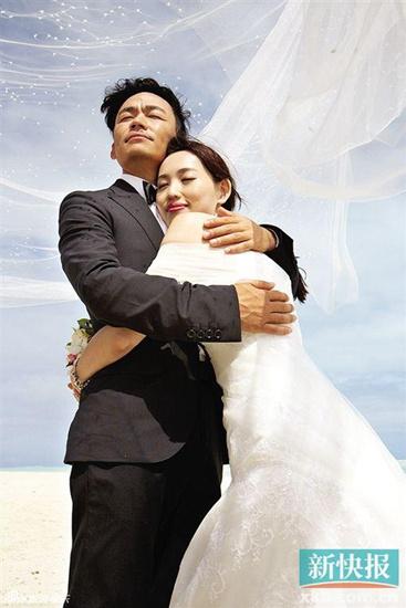 王宝强与爱妻婚纱照两人海边依偎(图)