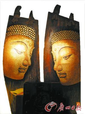 """""""佛像""""条形木雕壁挂。"""