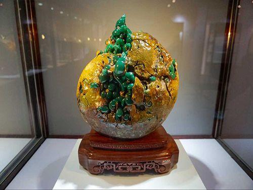 在博览会上提前亮相的奇石展品