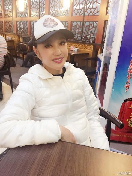 刘晓庆含泪吃天价面条:每根要价3元 揭明星被坑的惨痛经历