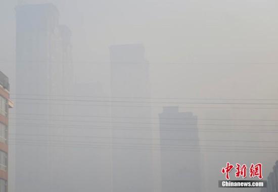 """中国东北现雾霾 长春成""""雾都"""""""