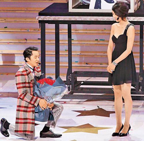 陈晓求婚现场曝光了 设小龙女雕像鲜花铺地 揭明星浪漫求婚