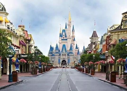 上海迪士尼完工 最高大的迪士尼城堡将亮相