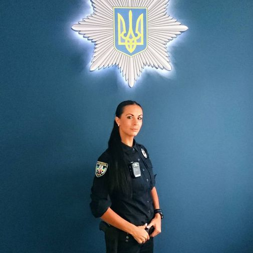 乌克兰性感美女成最著名警界网络红人高清组