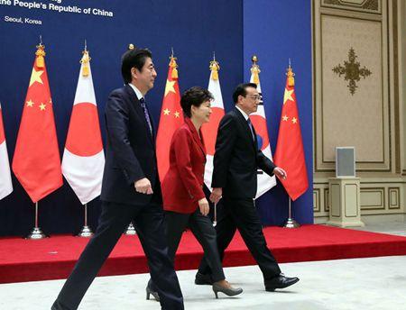 李克强出席中断三年后重启的第六次中日韩领导人会议