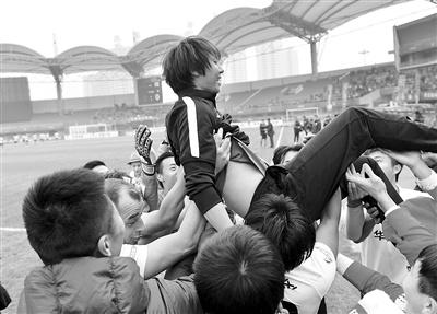 李铁兼顾国家队和俱乐部 愿为河北足球争荣誉