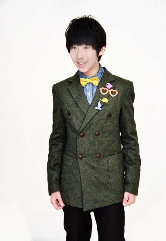 近日,00后团体h2k拍摄了多组清新时尚大片,封迪,张汉盛,罗维,黄星