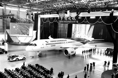 国产c919大型客机首架机昨下线