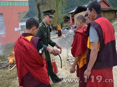 怒江贡山成立全州首支僧人志愿消防队[图]