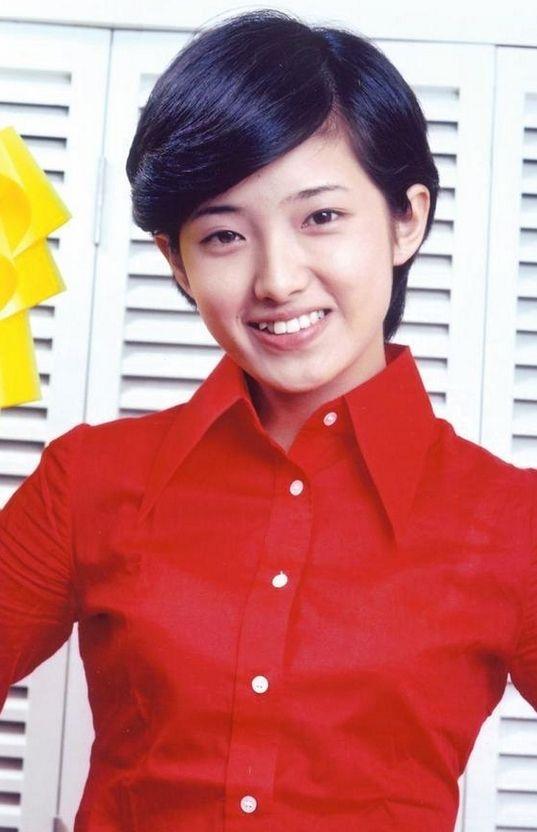 60岁刘晓庆晒近照皮肤光滑 面部僵硬似蜡像图片