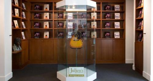 """披头士主唱吉他241万美元卖出曾""""失踪""""数十年"""
