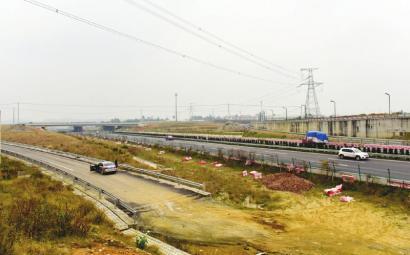 成都剑南大道通往第二绕城高速路段匝道仍未通车高清图片