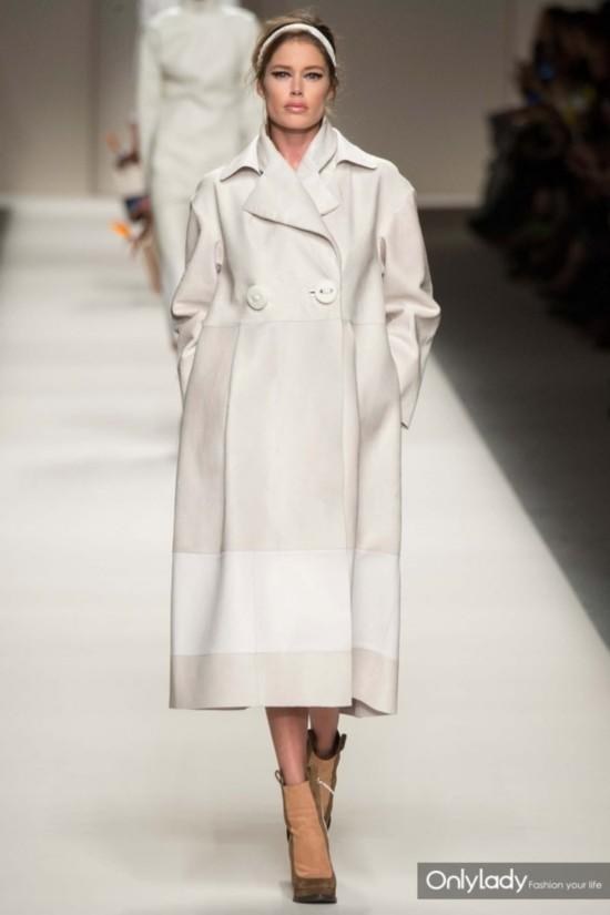 FENdi-white-coat-Fall-2015