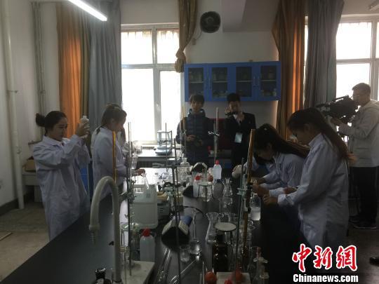 内蒙古90后女大学生组团创业:无水洗车倡环保