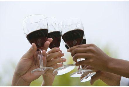 每天一杯红酒好处多 降低胆固醇远离糖尿病