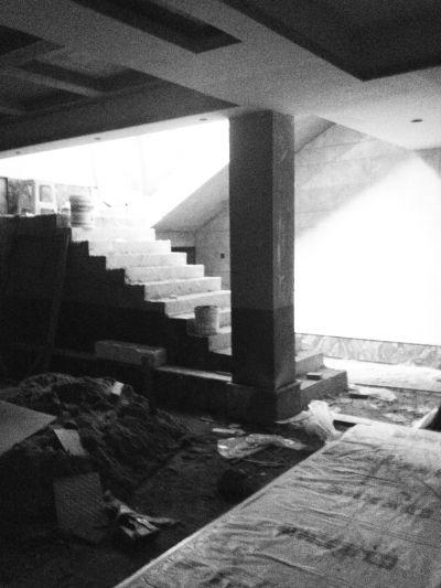 海口一栋别墅加盖了两层 另一栋挖了地下室