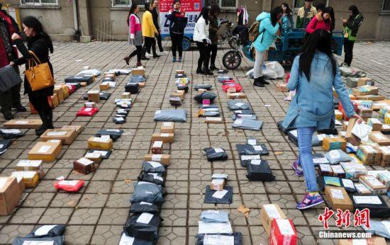 11月11日,中国民众每年一度的购物狂潮大幕开启,济南快递业高清图片