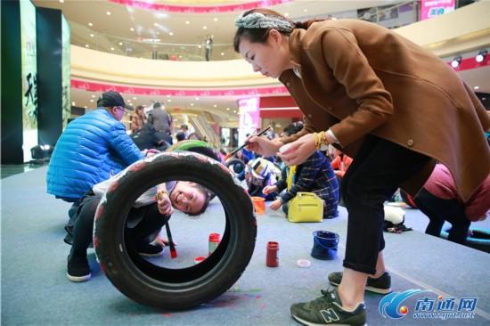 南通一幼儿园废旧轮胎创意秀