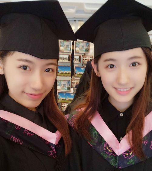 (組圖)復旦雙胞胎校花身著學位服玩自拍 顏值爆表