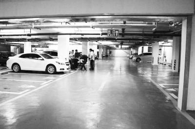 车停地下车库遭刮碰肇事车跑了 谁来负责?