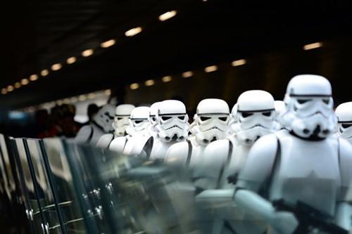 机场变星港风暴士兵列队欢迎引影迷叫好连连(图)