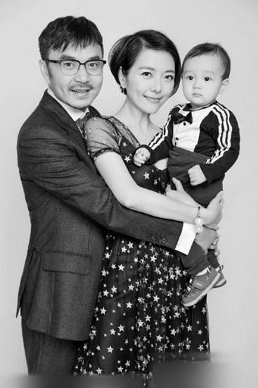 汪涵杨乐乐庆祝儿子周岁生日一家三口合影曝光(图)