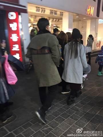 周杰伦与昆凌现身韩国妻子逛街丈夫默默跟身后(图)