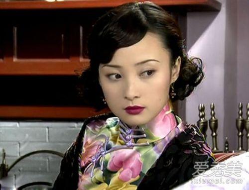 2002年,蒋勤勤与林心如,谭耀文主演电视剧《半生缘》,扮演风尘女子图片