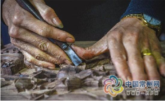 走近常州木雕匠人:以木为纸,以刀为笔