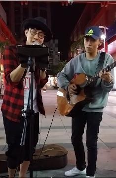 林俊杰街头合唱 网友:下次还能不能在街头见到jj了?图片