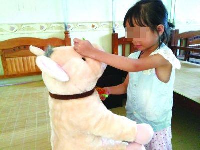女童被送到救助站 母亲:她父亲不管我也不管