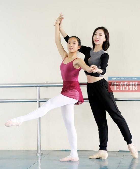 初一才女:文能弹古筝赛英语 武能跳芭蕾掰手腕