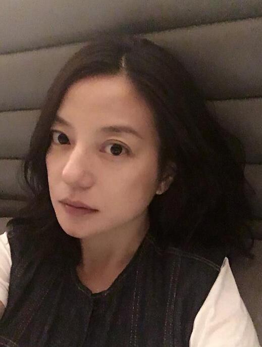 赵薇晒素颜照自称脾气好 揭秘赵薇商业娱乐场超级朋友圈