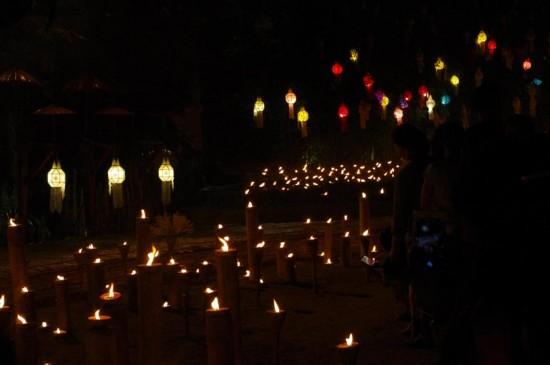 泰国水灯节:万灯齐亮点明夜空