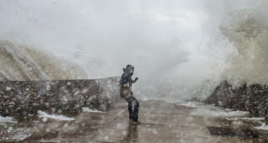 超强风暴袭击英国 多地发布暴雨暴雪及洪水预警