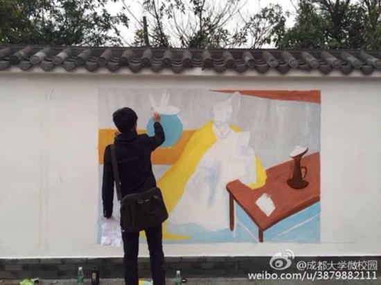 成都大学后校门小吃街现手绘艺术墙 惊呆小伙伴