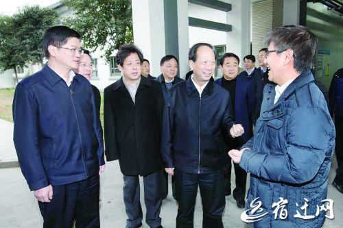 代省長石泰峰在魏國強、王天琦陪同下在可成科技(宿遷)有限公司調研。   記者 柏志勇 攝