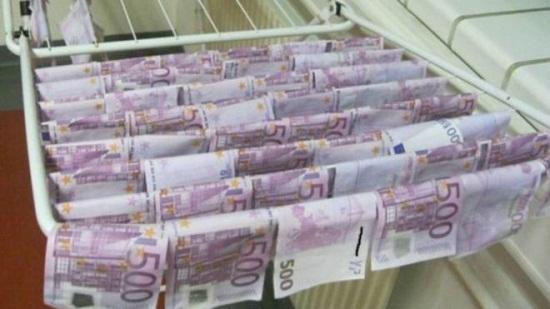 天上掉馅饼:男孩在多瑙河中捡到10万欧元钞票(图)