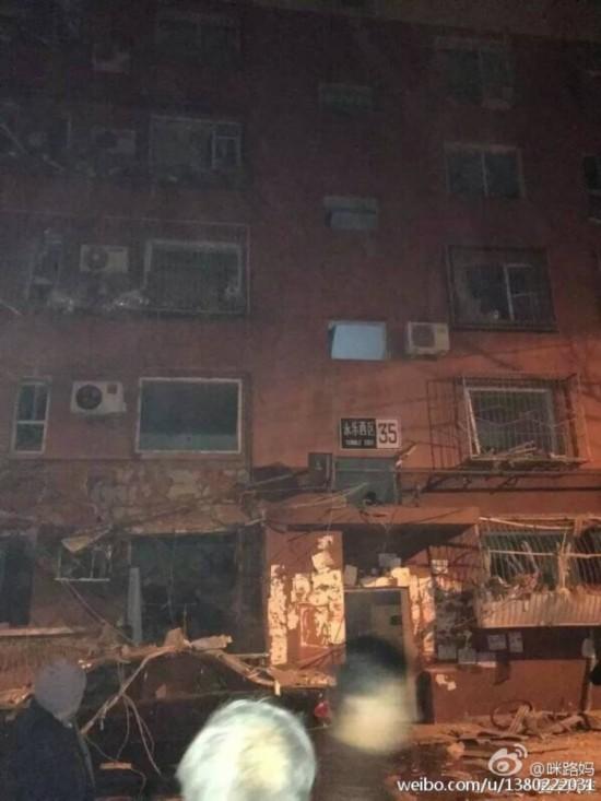 北京石景山永乐小区发生燃气爆炸 现场一片狼藉