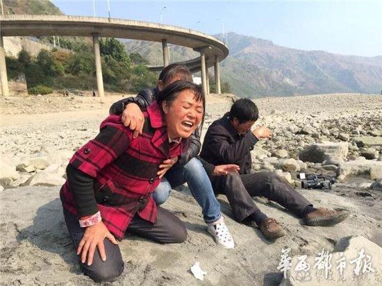 小伙跳江自杀 父母给不起捞尸钱遗体泡江中