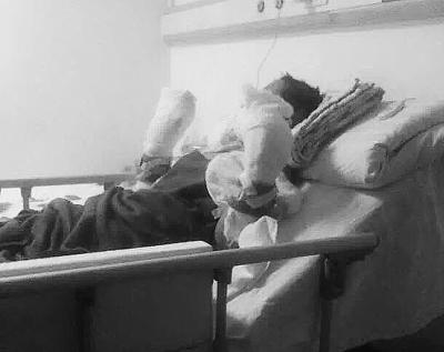夫妇闹离婚引惨剧12岁女孩重伤母亲被砍死(图)