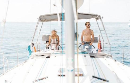 情侣辞职乘船环游世界,在船上的风光