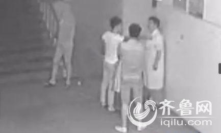 济宁仨青年医院上演全医生视频被围殴孩子遭摔设备武行图片