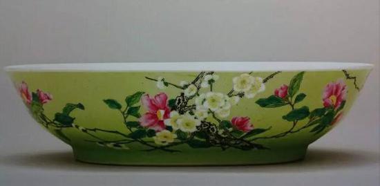 清雍正 珐琅彩题诗花卉纹盘 直径17厘米、高4.4厘米