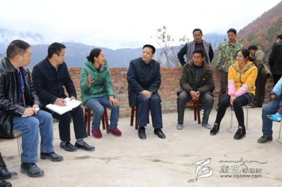 刘成鸣:强化措施 把扶贫攻坚工作做得更实