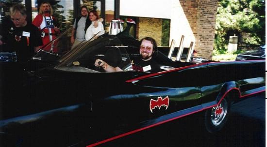 美男子花160万元成功改造出帅气蝙蝠车