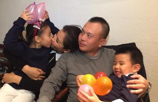 """刘涛丈夫王珂退出微博界?删光文章说""""再见"""""""