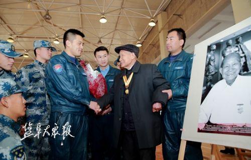 94岁抗战老战士杜飞到盐城讲述盐阜抗日历史