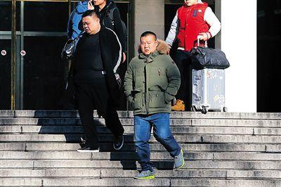 孙越(左)岳云鹏终于完成了终审