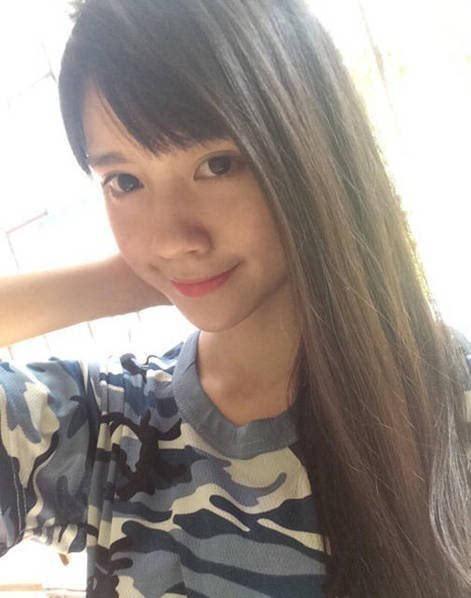 18岁最美最萌军训校花来袭:出生于1997年的广东揭阳女生近日晒出自拍照,被网友称为最萌校花。